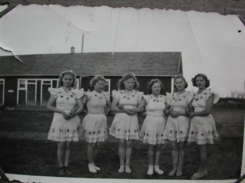 Tanssiryhmä Ylipään koululla 1950 luvulla