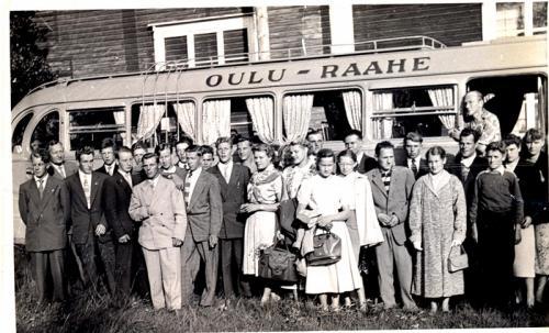 Näytelmäporukka Parhalahden nuorisoseurantalolla 1956