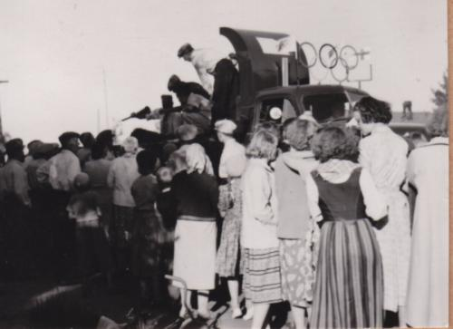 Kesällä 1952 olympiasoihtua odotellaan Pattijoelle.